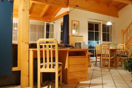 Gemütliche Galerie-Wohnung, 2 Bäder - Lakás