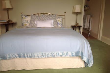Cefn Parc White bedroom - Casa
