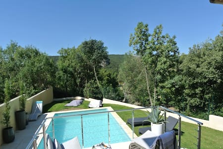 Stylish renovated villa with pool & stunning views - Villa