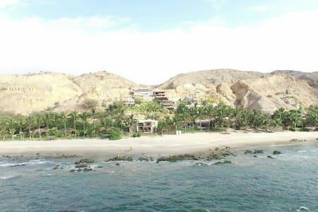 Ricura Beach (Vista)
