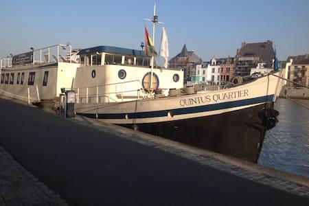 6. Liège centre, Port des yachts! - Liège