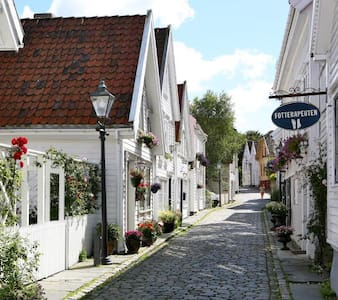 Room in a quiet residential area/ Women only - Stavanger - Appartamento