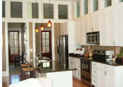 Low Country Luxury Habersham Flat - Beaufort - Apartment
