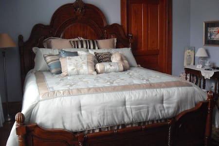 Nancy's Nook - Bed & Breakfast
