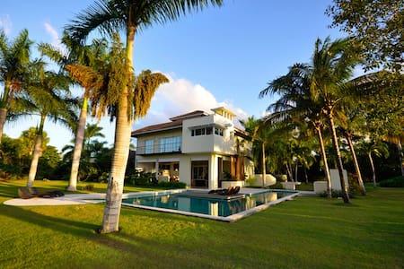 Spectacular Villa in Paradise