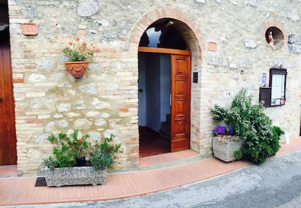 House in San Gimignano (old town) - Lejlighed