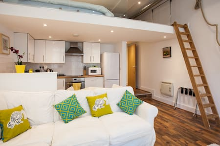 Quirky Modern Loft - Cardiff - Appartement