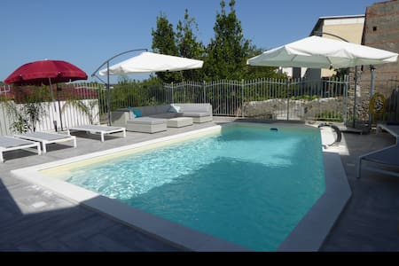 A delightful holiday home, refurbished, with pool. - Torregrotta - Haus