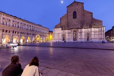 Stanza matrimoniale nel centro storico - Bologna - Apartment