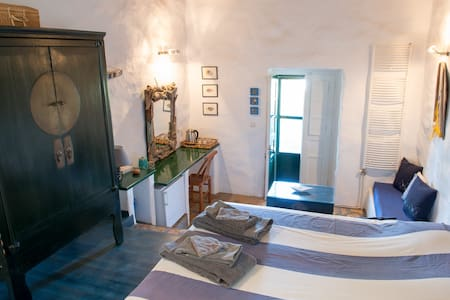 Leros ; Psilalonia : Chambre Bleue - Bed & Breakfast