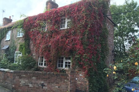 Nottingham Lovely Country Cottage - Bed & Breakfast