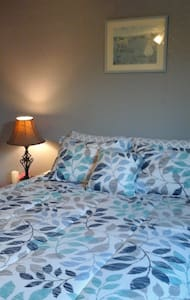 Pat's Private Bed + Breakfast - Bed & Breakfast