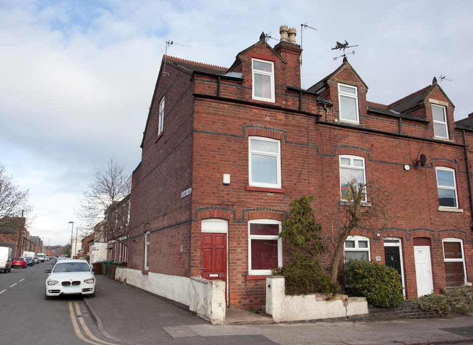 Close City Centre - Large 5 Bed House on 3 Floors