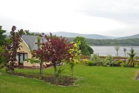 Sheen View Holiday Homes - 3BR Apartment
