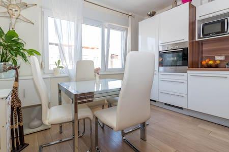 Tina Apartment (studio)-Pula center