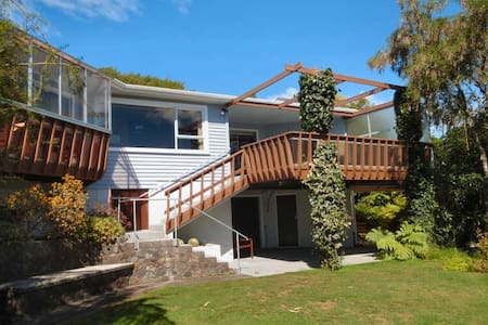 Quiet bedroom with private bathroom - New Plymouth - Bed & Breakfast