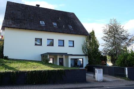 Gemütliche Ferienwohnung/Zimmer in Steinau a.d.Str - Apartamento