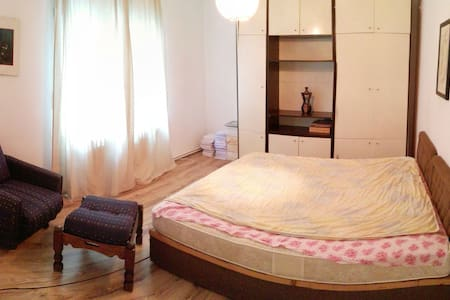 Quiet Appartment in a House in Skopje Center - 公寓