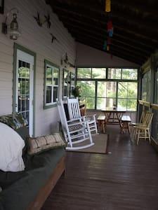 Bear Rock Inn - Coldwater