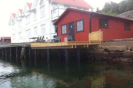 Sjöstuga med egen brygga - Kämpersvik