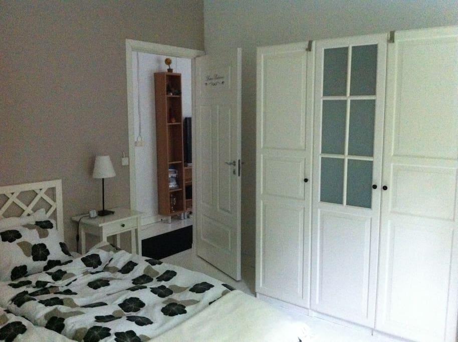 Schlafzimmer - ausreichend Stauraum