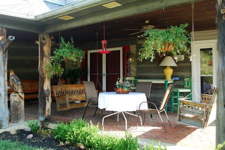 Rejuvenation at Jordan Hill Farm - Richmond - House
