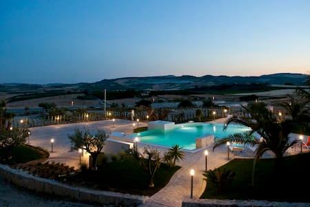 Ancient baglio, pool with hydromass - Villa