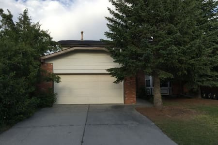 Beautiful fully furnished 7 bedrooms in Woodbine - Calgary