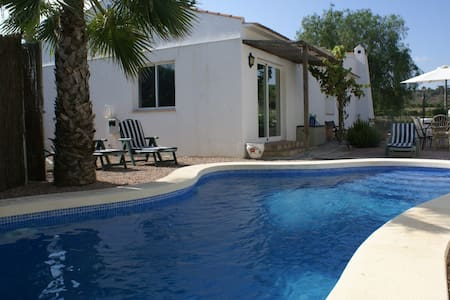 Charming Country Cottage with Pool - Jacarilla