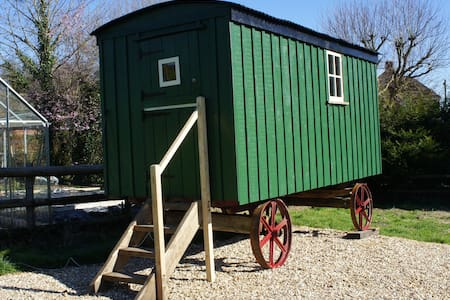 Shepherds Hut @ The Old Mill B&B - Barraca