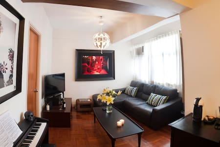 Centrally located, cool 1 bed apt