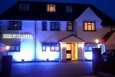 The Brent Hotel - 20 Bedroom Hotel - Bed & Breakfast