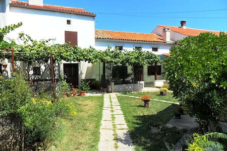 Comfortable country apartment 15mins from beaches - Apartamento