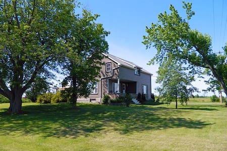 ACADIA HOUSE - Prince Edward County - House