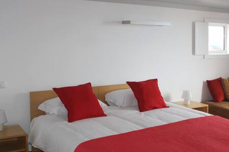 NEW Casa da Baía-Torre Guest House - Bed & Breakfast