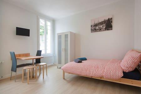 "Studio ""Locquéran"" (au coeur de la ville) - Lägenhet"