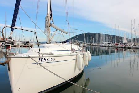 Yacht - Łódź
