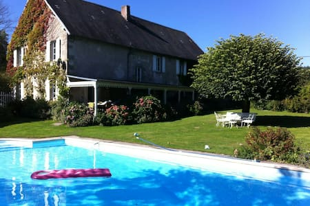Very large cottage in Limousin - Huis