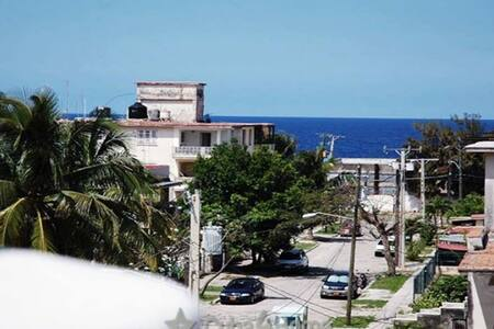 House near sea Miramar, Havana - La Habana - Bed & Breakfast