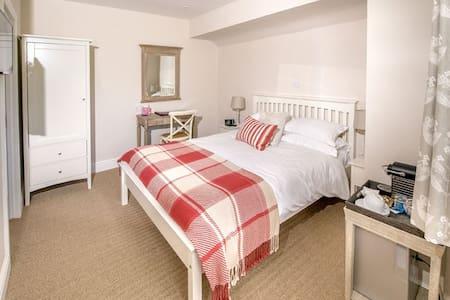 Langaller Manor House B&B - Medlar - Bed & Breakfast