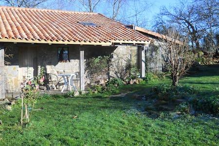 Chez Ardanza rustic rural B&B - Busserolles