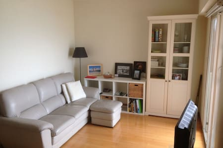 Our nice and cozy apartment is located in the trendy area of Sheung Wan. 5 minutes walk from Sheung Wan MTR and walking distance from Central / SoHo.