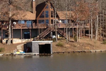 Lake Gaston 7 Bedroom 3 Bath Lakefront 4,280 sq ft - Littleton - Haus