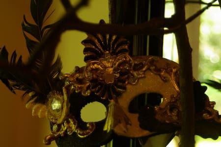 Masquerade - Rumah
