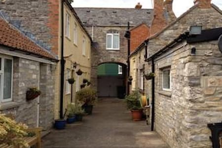 2 Bed 1st floor character apartment - Langport - Apartment