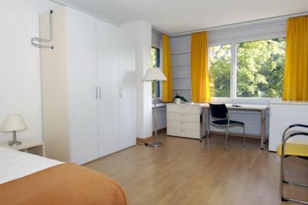 Room in a dornitory - Appartamento
