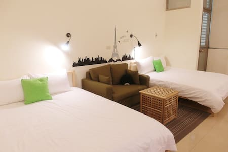2min to MRT  room for 4 guests
