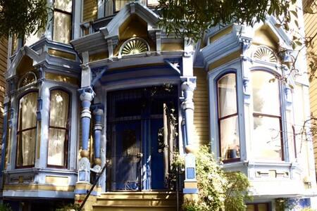 Victorian home - long term rental!