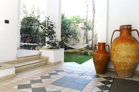 Monolocale con giardino in centro