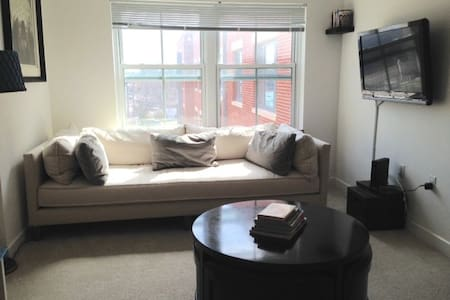 This apt is in a modern and secure building. It's 1 block from the Braddock Metro stop serving the yellow and blue lines. It's a perfect place to come back to after sightseeing in DC.